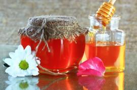 Jak med léčí?
