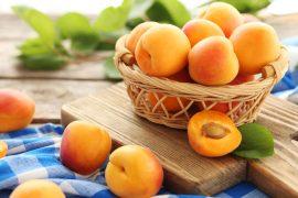 3 dietní recepty z meruněk, na kterých si v létě pochutnáte
