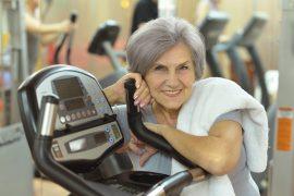 Jak se v horkých letních dnech v pokročilém věku udržovat fit?
